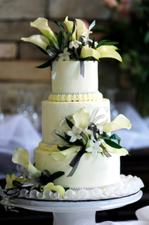 What to Include in your Cake Vendor Contract