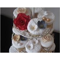 Vintage Style Wedding Cake Cupcakes:  Learn how to create your own.