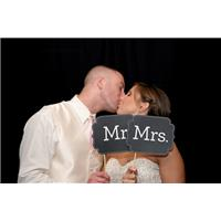 You May Now Kiss the Bride:  Our Favorite Bride and Groom Kiss Photos